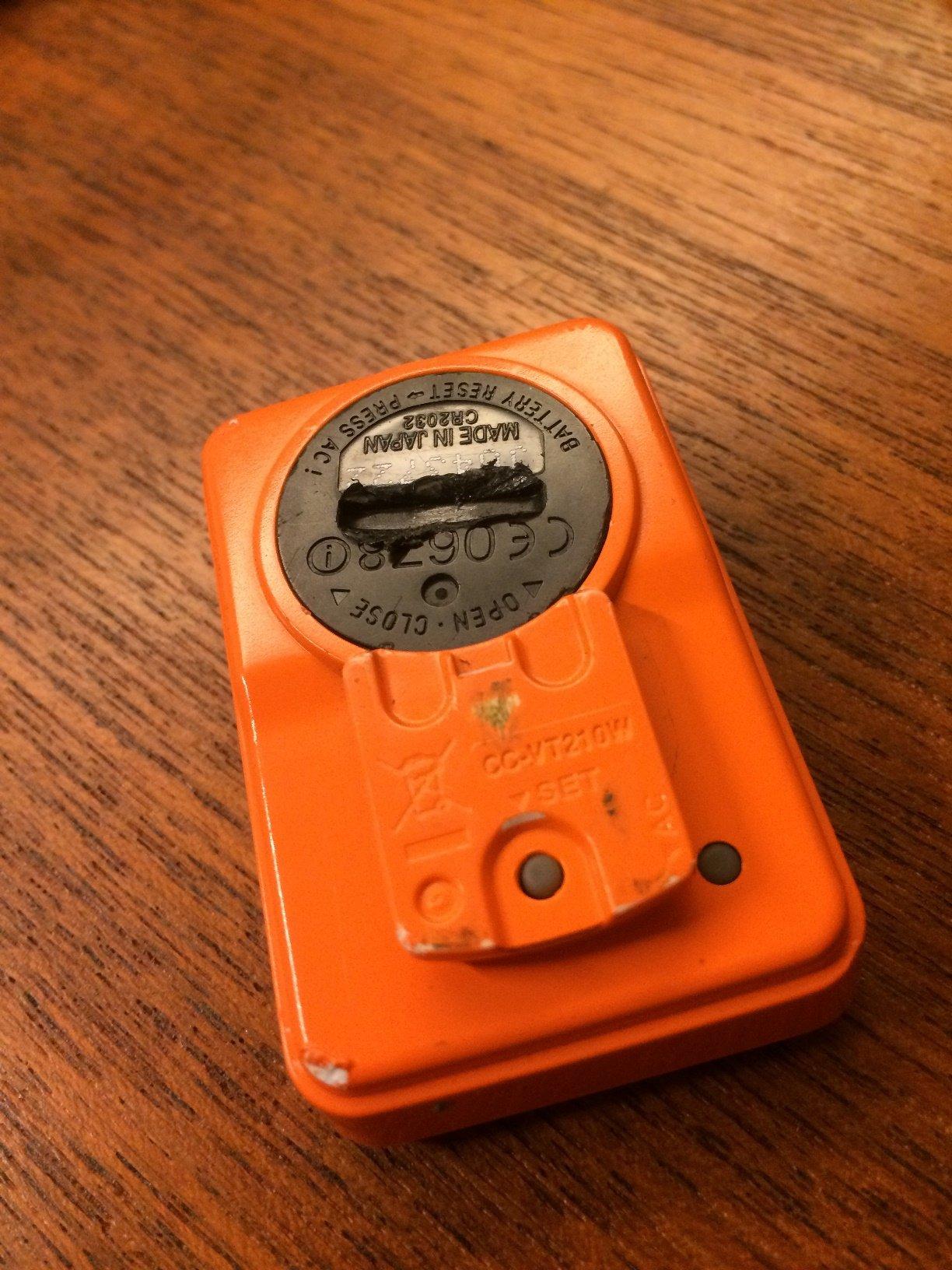 キャットアイ VELO WIRELESS + [ベロワイヤレス プラス]電池カバーが開かなくなりました